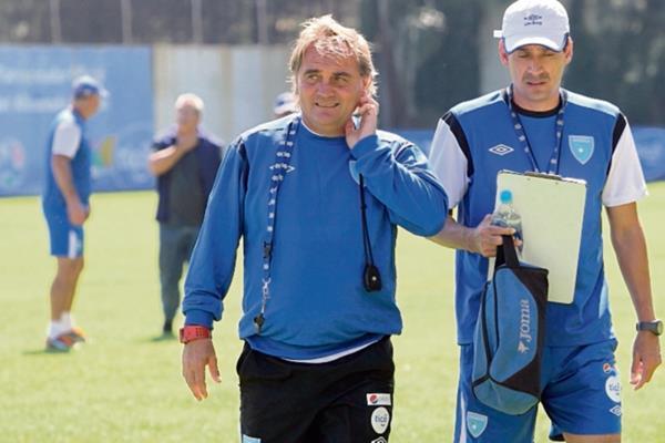 Carlos Ruiz es el encargado de la Preolimpica que jugará triangular del 11 al 15 de agosto. (Foto Prensa Libre: Hemeroteca PL)