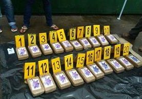 Decomisan 20 kilos de cocaína que estaban ocultos en piso de camioneta en Malacatán. (Foto Prensa Libre)