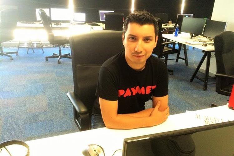 El quetzalteco Christian Pinzón trabaja para la empresa Paymet, en Madrid, España, la cual se especializa en pagos en línea y por teléfono móvil. (Foto Prensa Libre: María José Longo)