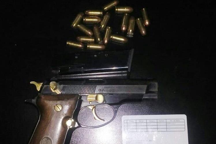 Arma de fuego incautada por la PNC al momento de la captura de Blanca Stalling. (Foto Prensa Libre: PNC)