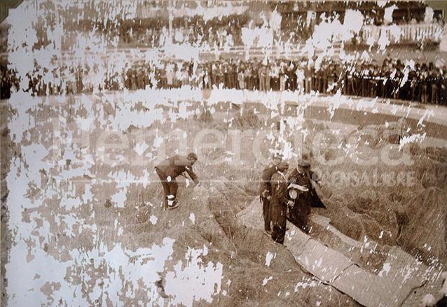 El presidente Manuel Estrada Cabrera coloca la última piedra de la construcción del Mapa en Relieve e inaugura la obra el 29 de octubre de 1905. (Foto: Hemeroteca PL)