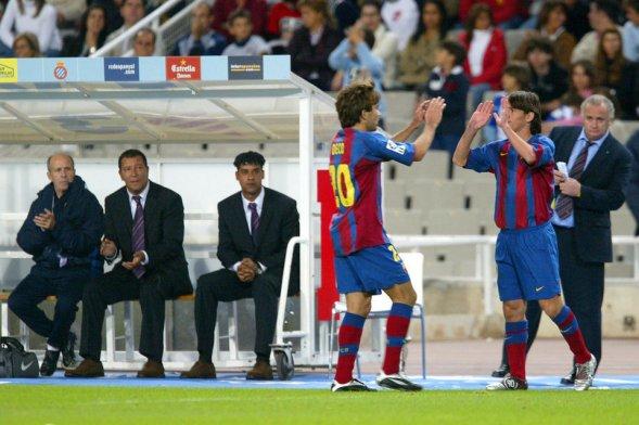 Messi ingresó por Deco el 16 de octubre del 2004 en su debut con el Barcelona en un partido contra el Espanyol. (Foto Prensa Libre: Hemeroteca)