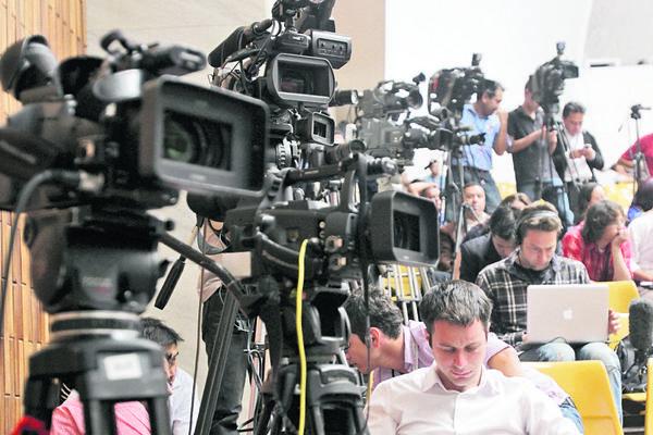 Los periodistas son los profesionales que comunican a la población los hechos que ocurren cada día en el entorno nacional e internacional. (Foto Prensa Libre: Archivo)