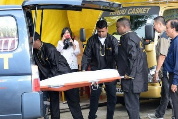 <p>El cadáver de la joven india fue llevado una funeraria de Singapur el sábado 29 de diciembre, antes de su traslado a India.</p>