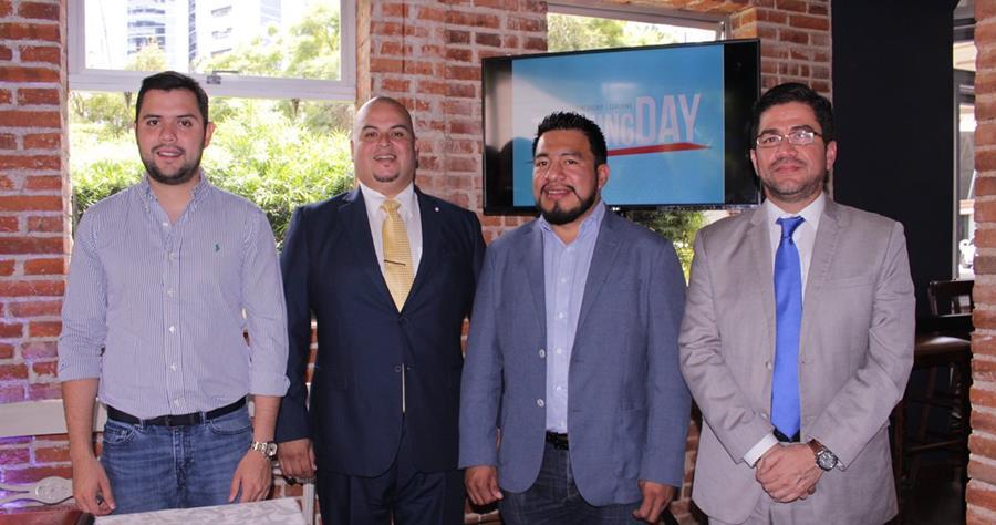 De izquierda a derecha: los conferencistas Javier Estrada, Mynor Izquierdo, Alexis Canahuí,conferencista y CEO Training Day y Luis Revolorio, conferencista. (Foto Prensa Libre: Cortesía)