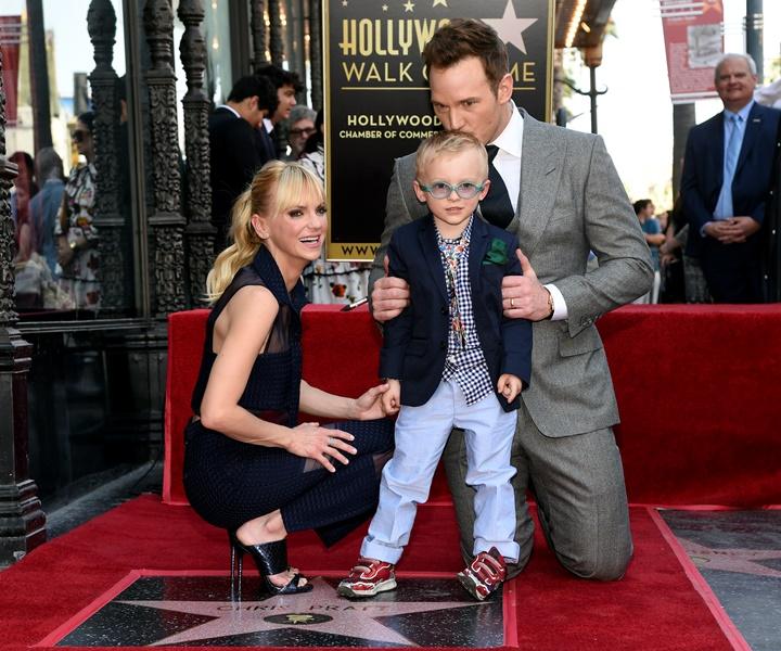 Actor Chris Pratt junto a su esposa, la actriz Anna Faris, y su hijo Jack. (Foto Prensa Libre: AP)