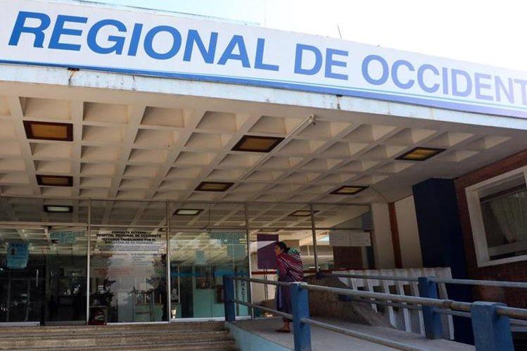 Consulta externa del HRO de Quetzaltenango esta cerrada, por determinación de médicos residentes. (Foto Prensa Libre: Carlos Ventura).