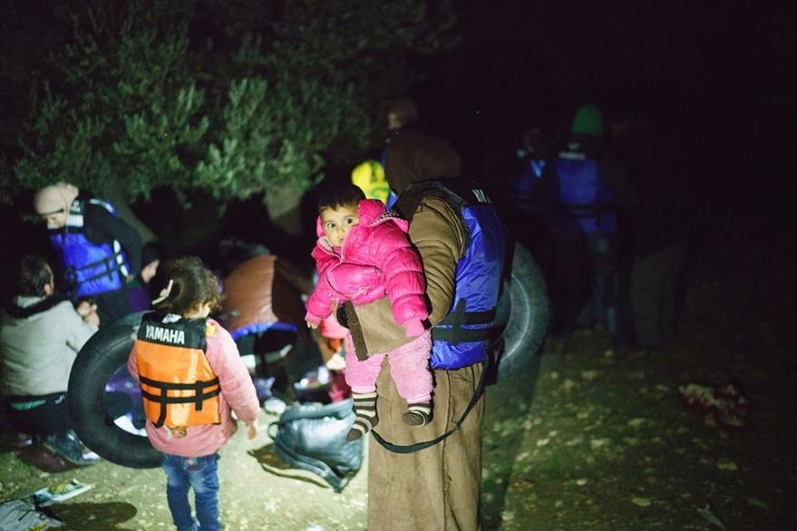 Refugiados sirios sufren por frío, hambre y enfermedades en zona islas griegas. (AFP)