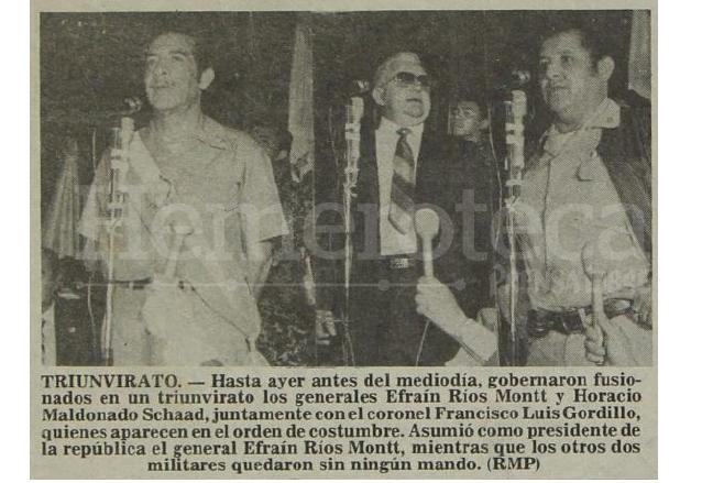 Dos miembros del triunvirato que derrocó al general Lucas el 23 de marzo de 1982 renunciaron para entregar el poder al general Ríos Montt el 9 de junio de 1982. (Foto: Hemeroteca PL)