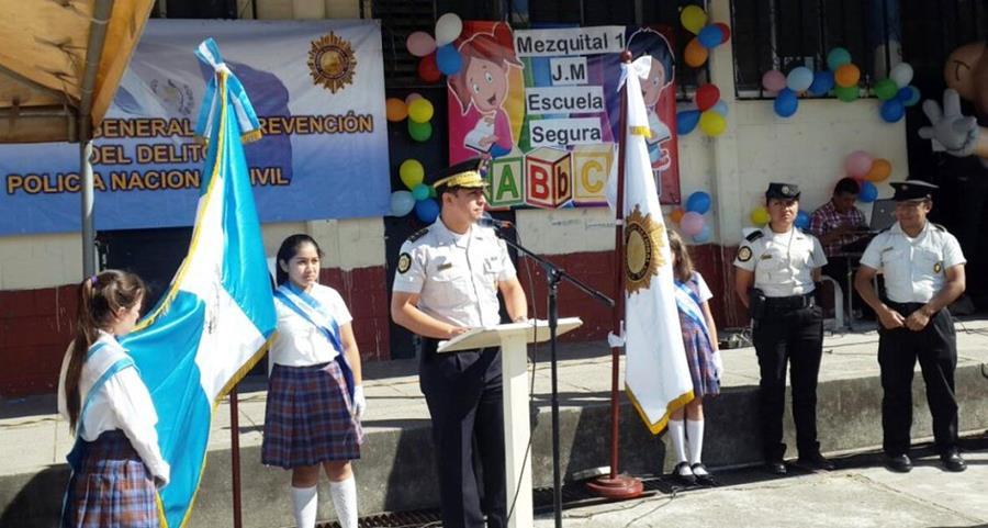La Policía Nacional Civil y la embajada de EE. UU. lanzaron un programa para proteger a estudiantes. (Foto Prensa Libre: PNC)