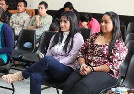 Marixa Lemus Pérez, alias la Patrona -al centro-, cumple una condena de 94 años de prisión por varios crímenes y enfrenta dos procesos por evasión de la cárcel. (Foto Prensa Libre: Hemeroteca)