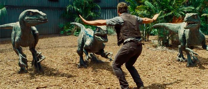 Velociraptors obedecen a Owen. (Foto Prensa Libre: JurassicWorld.com)