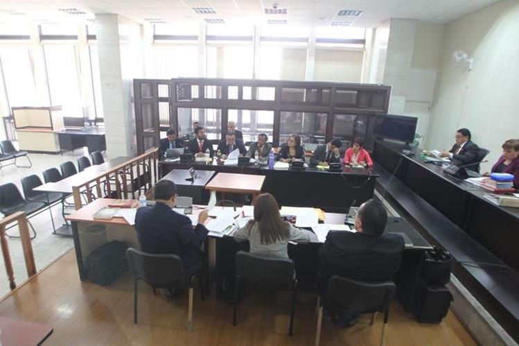 Tribunal expulsó a los abogados defensores de Efraín Ríos Montt, por una denuncia presentada contra el tribunal. (Foto Prensa Libre: Érick Ávila)