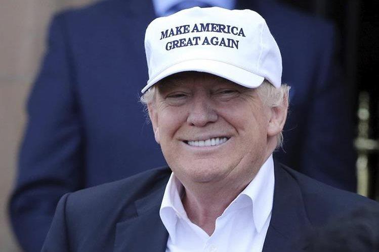 "El republicano Donald Trump celebra el triunfo del ""brexit"". (Foto Prensa Libre: EFE)."