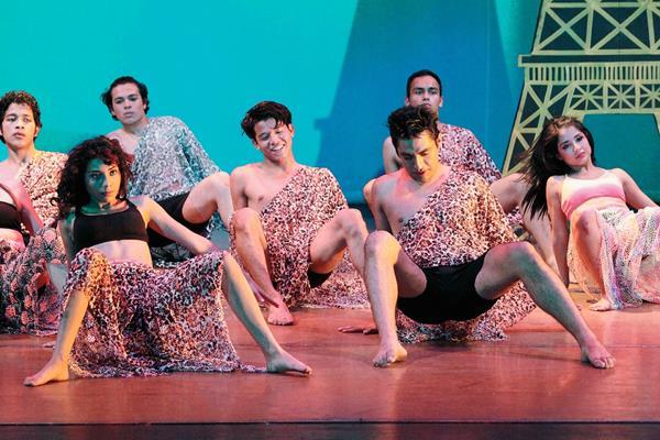 La actuación del grupo de danza contemporánea Amadanza, cerrará los espectáculos artísticos presentados en el Festival de Junio 2015, del Centro Cultural Miguel Ángel Asturias. Foto Prensa Libre: Edwin Castro