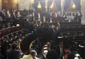 Diputados reunidos en sesión plenaria por reformas constitucionales. (Foto Prensa Libre: Manuel Hernández)