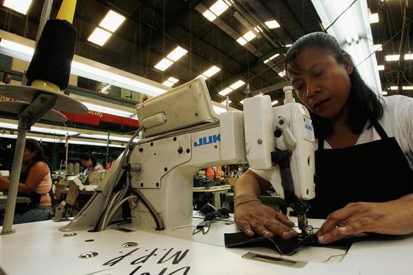 Las industrias manufactureras empujaron el Imae en marzo del 2015 con un 17.6%. (Foro Prensa Libre: Hemeroteca)