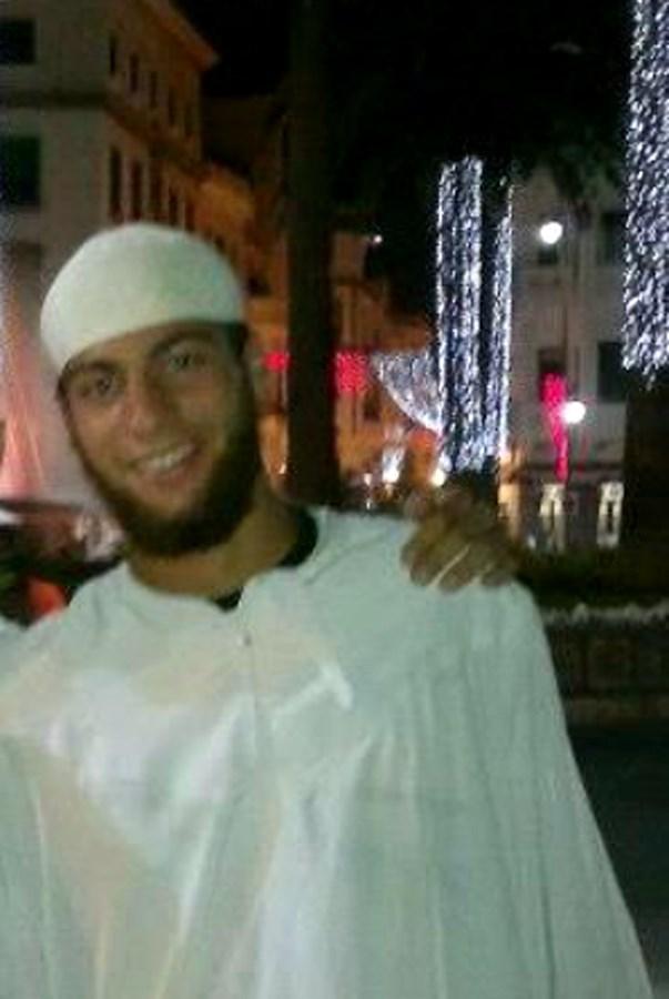 <em>Ayoub El Kahzzani, un marroquí de 26 años fichado desde el 2014 por España por su radicalismo islámico. (Foto Prensa Libre: AFP).</em>