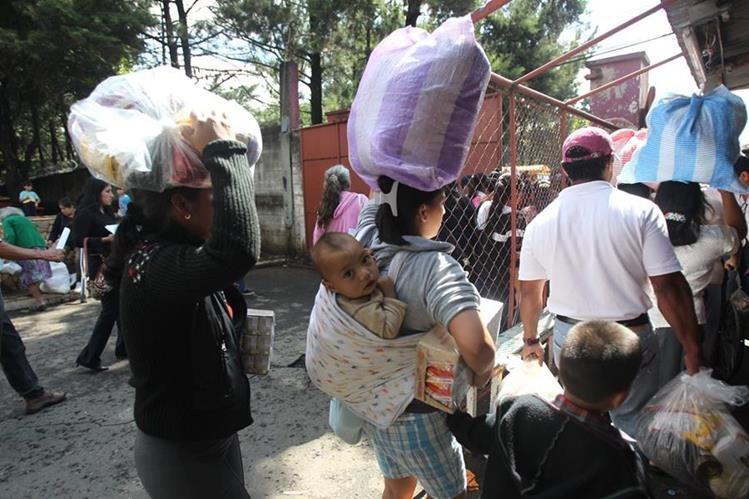 La Bolsa de Alimentos sería sustituida por una tarjeta de débito a partir de Mayo. (Foto Prensa Libre: Hemeroteca PL)