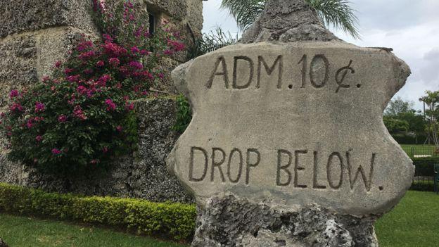 La roca en la que Ed recolectaba el dinero de la entrada al castillo se mantiene hasta hoy. BBC MUNDO