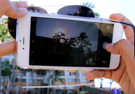 Con su teléfono puede tomar fotografías con buena composición y calidad (Foto Prensa Libre: YouTube).