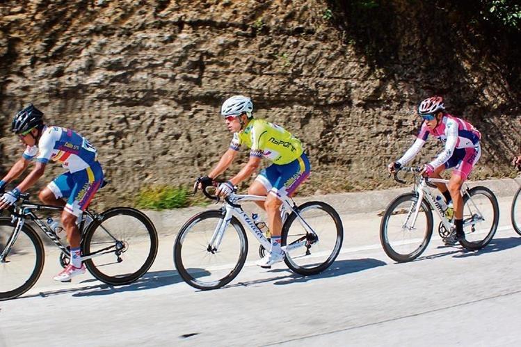 Manuel Rodas —segundo a la izquierda— fue el mejor pedalista.(Foto Prensa Libre: José Rosales)
