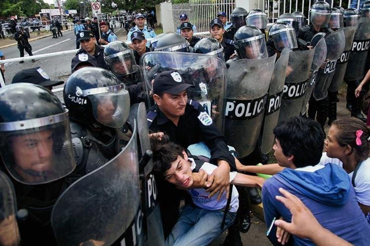 La policía de Nicaragua se ve involucrada en hecho que deja tres muertos.