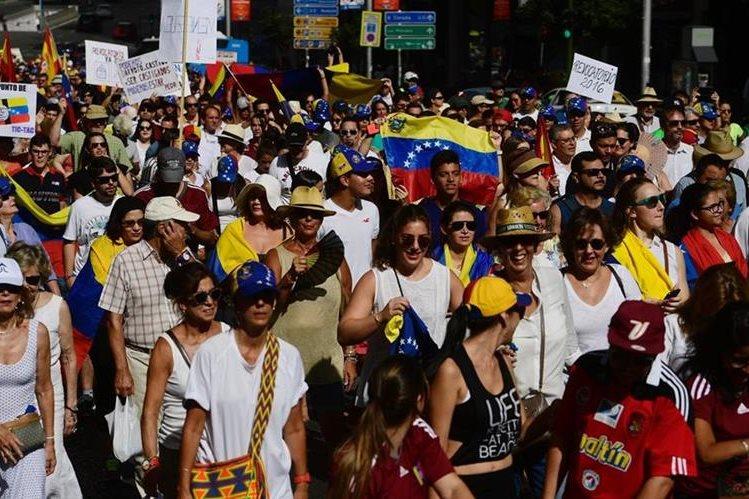 Personas protestas en una marcha en contra de Maduro el pasado 4 de septiembre. (Foto Prensa Libre: AFP).