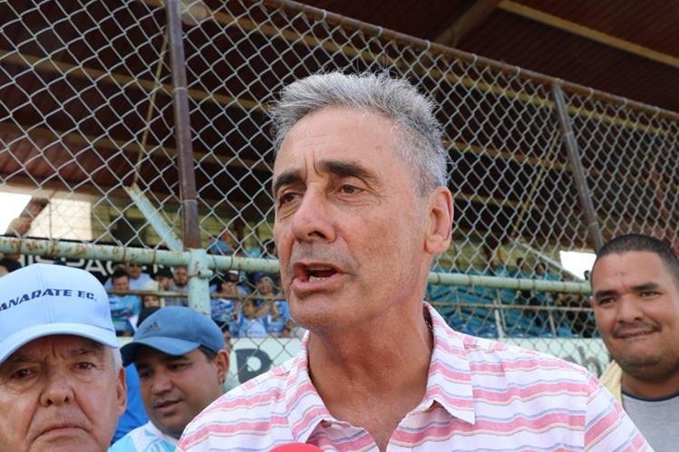 El técnico argentino estuvo presente el fin de semana en el partido de Sanarate contra Xelajú MC. (Foto Prensa Libre: Hugo Oliva).