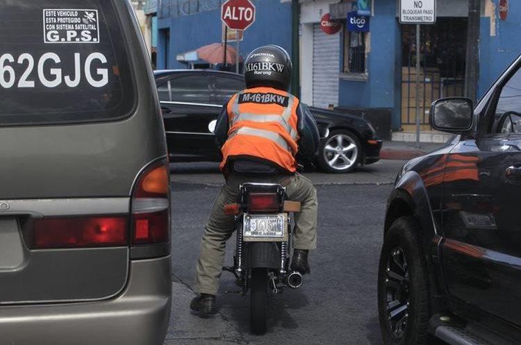 La ley que ordena la utilización de chaleco reflector sigue vigente.(Prensa Libre: Hemeroteca PL)