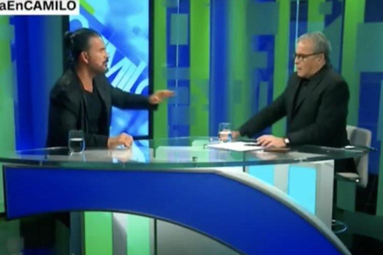 Ricardo Arjona durante su entrevista con Camilo Egaña para CNN en Español. (Foto Prensa Libre: HemerotecaPL)
