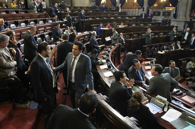 Diputados aprobaron este jueves la Ley de Tarjetas de Crédito. (Foto Prensa Libre: Esbin García)
