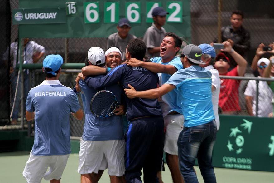 Festejo del equipo guatemalteco, tras el triunfo. (Foto Prensa Libre: Cortesía CDAG)