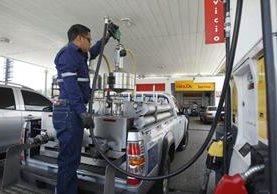 Autoridades de Diaco y MEM realizan operativo de verificación en gasolineras. (Foto Prensa Libre:Paulo Raquec)