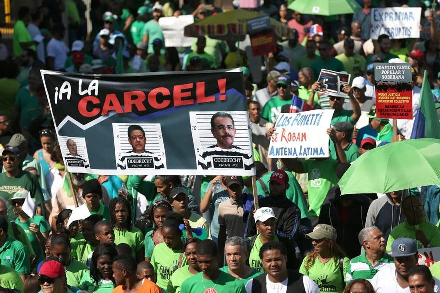 Miles de dominicanos protestaron el 10 de enero último luego de que se hiciera público que Odebrecht pagó US$92 millones en sobornos para acceder a contratos en el país.