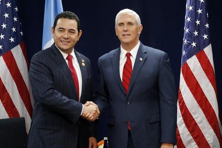 Jimmy Morales y Mike Pence durante la Conferencia de Prosperidad y Seguridad de América Central.(Foto Prensa Libre: AP)