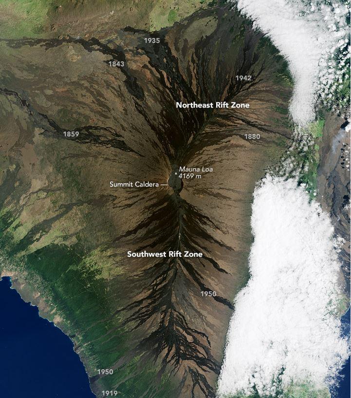 Vista aérea del terreno en Mauna Loa, similar al que se encontraría en Marte. La gran elevación de la zona implica la casi ausencia de vida vegetal. (Captura de pantalla del sitio: earthobservatory.nasa.gov).