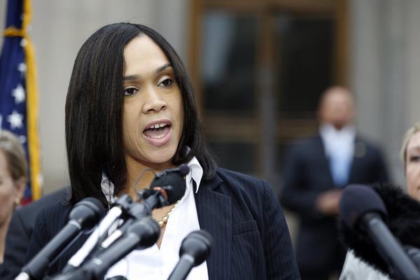 La fiscal Marilyn Mosby durante la conferencia de prensa en donde anuncio cargos contra seis policías. (Foto Prensa Libre: AP).