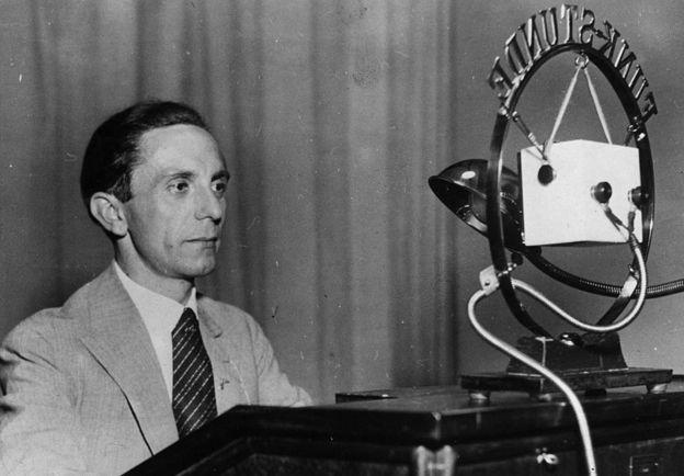"""""""Sabíamos cuándo llegaba a la oficina pero no lo veíamos hasta que se marchaba"""", cuenta de Joseph Goebbels (en la imagen) la que fuera su secretaria, Brunhilde Pomsel. GETTY IMAGES"""