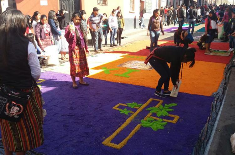 Elaboración de alfombras en Quetzaltenango. María José Longo