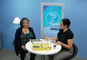 Entrevista a Brenda de Arocha sobre los beneficios de las Flores de Bach en el programa El Consultorio, el programa fue conducido por la periodista Brenda Martinez. (Foto Prensa Libre: Óscar Rivas)