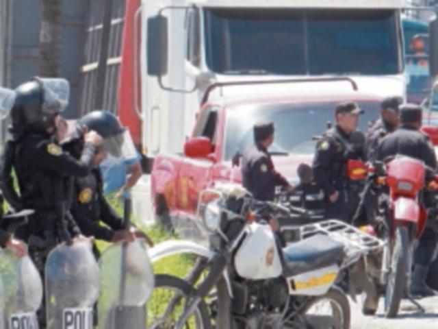 Suman 10 días de paralización del transporte pesado. (Foto Prensa Libre: Hemeroteca)