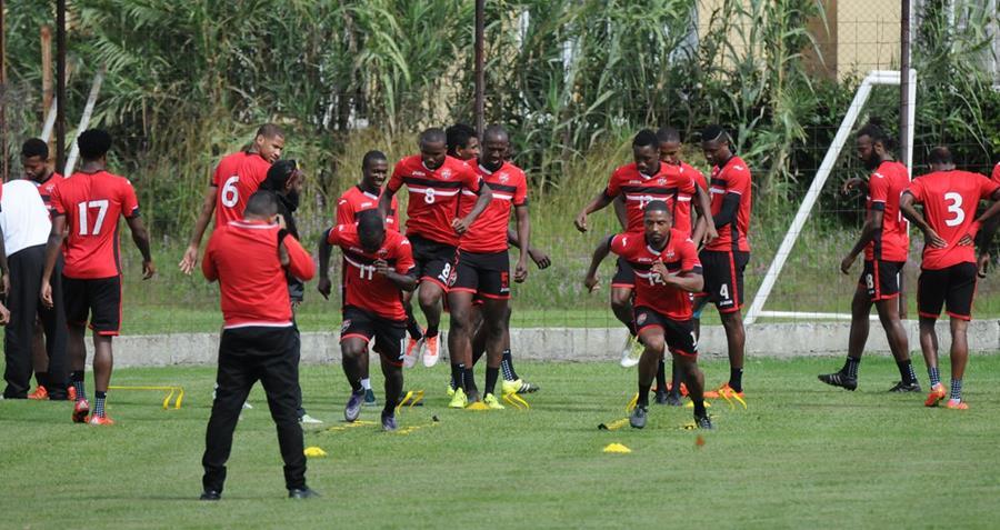 Los jugadores de Trinidad y Tobago, durante su entrenamiento matutino. (Foto Prensa Libre: Marcela Morales)