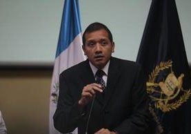 El ministro de Gobernación Francisco Rivas negó que lo ocurrido en la Granja Pavón sea culpa del Ministerio a su cargo. (Foto Prensa Libre: Óscar Rivas)