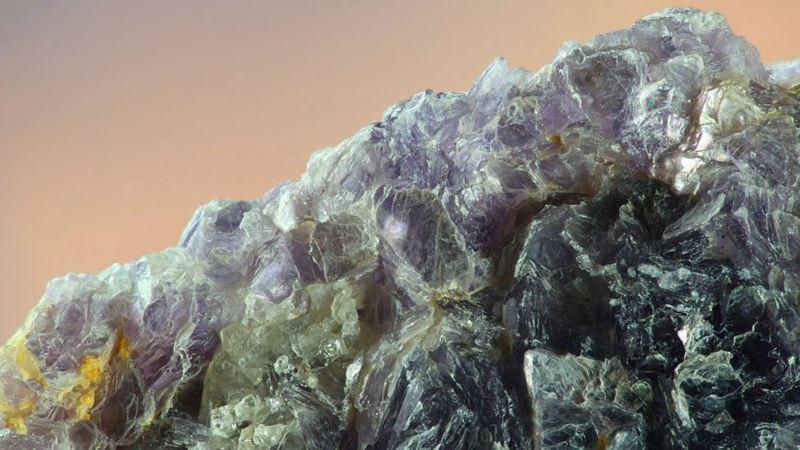 La lepidolita es la fuente del litio. (GETTY IMAGES).