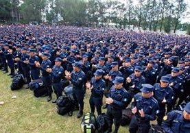 un total de 37 mil 23 agentes integran las fuerzas policiales, según estadísticas oficiales hasta finales del 2015. (Foto Prensa Libre: Hemeroteca PL)