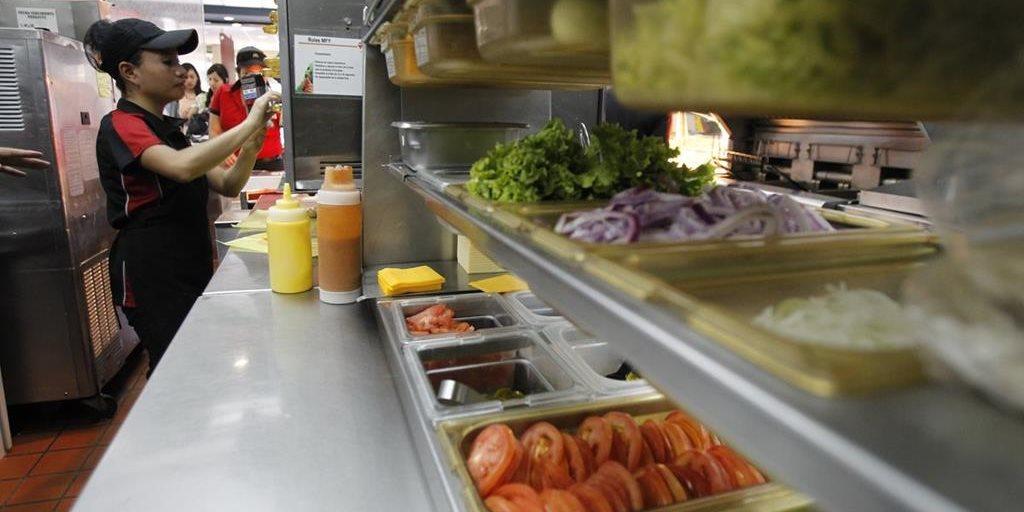 mcdonald s abre su cocina a los clientes y as podr s