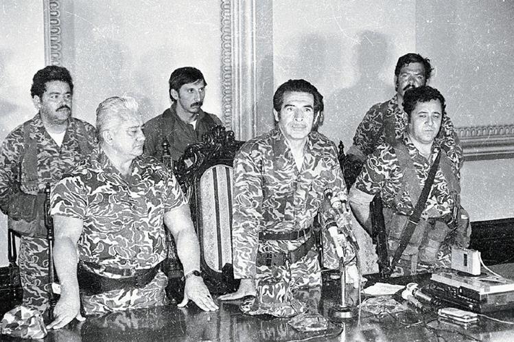 Horacio Maldonado, Efraín Ríos Montt y Luis Gordillo Martínez, integrantes de la junta de gobierno de 1982. (Foto: Hemeroteca PL)