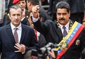 Nicolás Maduro, (c)y Tareck El Aissami asisten al Tribunal Supremo de Justicia, en Caracas(AFP).