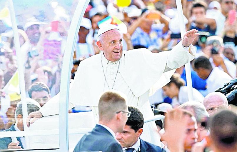 El Papa Francisco es aclamado a su llegada a Cuba el 20 de septiembre de 2015. (Foto: EFE)